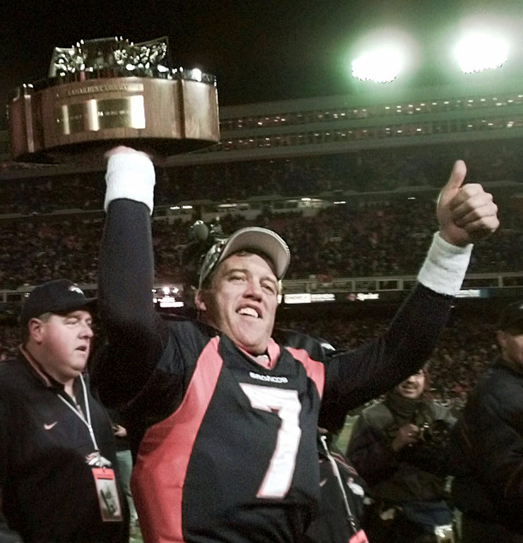 . In John Elway\'s last home game of his career, he completed only 13 of 34 passes. However, running back Terrell Davis, the NFL MVP in 1998, ran for 167 yards and a touchdown as Denver beat the Jets 23-10 in the AFC Championship game.   Denver Broncos quarterback John Elway gives the thumbs up as he carries the Lamar Hunt trophy around the field after defeating the New York Jets 23-10 in the AFC Championship Sunday, Jan. 17, 1999 at Mile High Stadium in Denver.(AP Photo/Bob Galbraith)