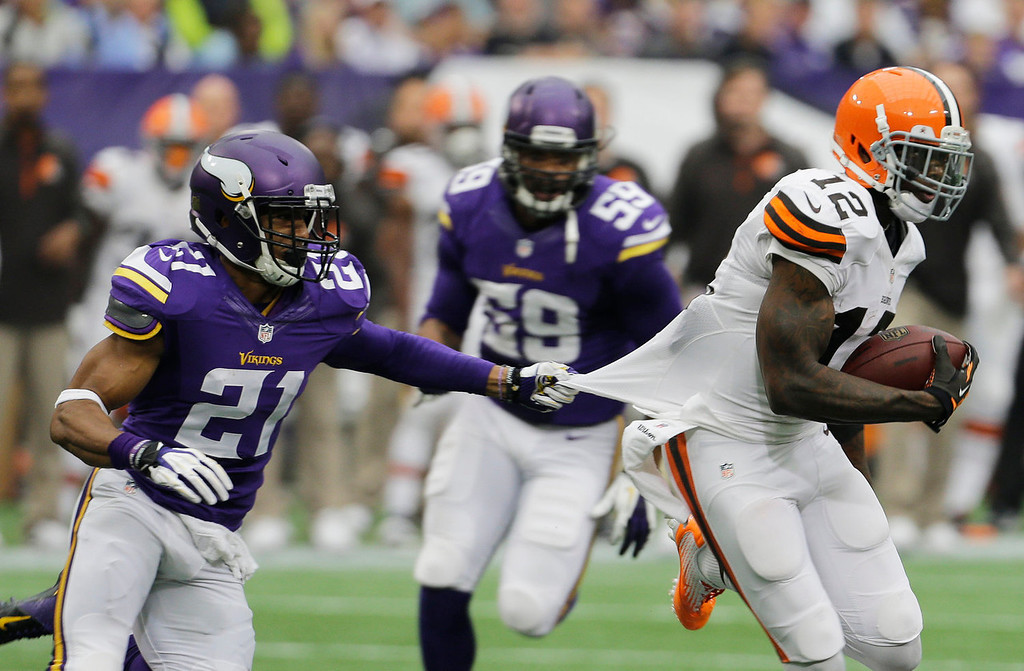 . Cleveland Browns wide receiver Josh Gordon, right, runs from Minnesota Vikings cornerback Josh Robinson (21) after making a reception during the first half of an NFL football game Sunday, Sept. 22, 2013, in Minneapolis. (AP Photo/Ann Heisenfelt)