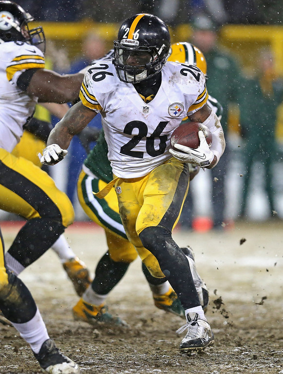 . Le\'Veon Bell #26 of the Pittsburgh Steelers runs against the Green Bay Packers at Lambeau Field on December 22, 2013 in Green Bay, Wisconsin.  The Steelers defeated the Packers 38-31. (Photo by Jonathan Daniel/Getty Images)