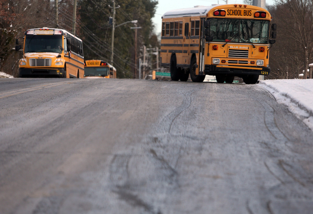 . Atlanta Public Schools buses sit abandoned along Metropolitan Parkway, less than a block from the system\'s bus barn in the aftermath a winter storm in unprepared Atlanta, Georgia, USA, 29 January 2014.  EPA/BEN GRAY / ATLANTA JOURNAL CONSTITUTION