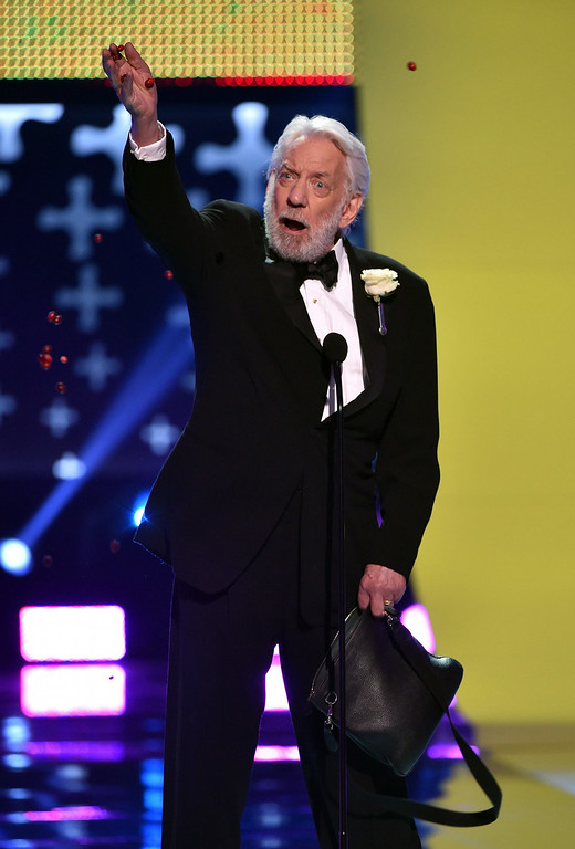. Actor Donald Sutherland, winner of Best Villain onstage during FOX\'s 2014 Teen Choice Awards at The Shrine Auditorium on August 10, 2014 in Los Angeles, California.  (Photo by Kevin Winter/Getty Images)