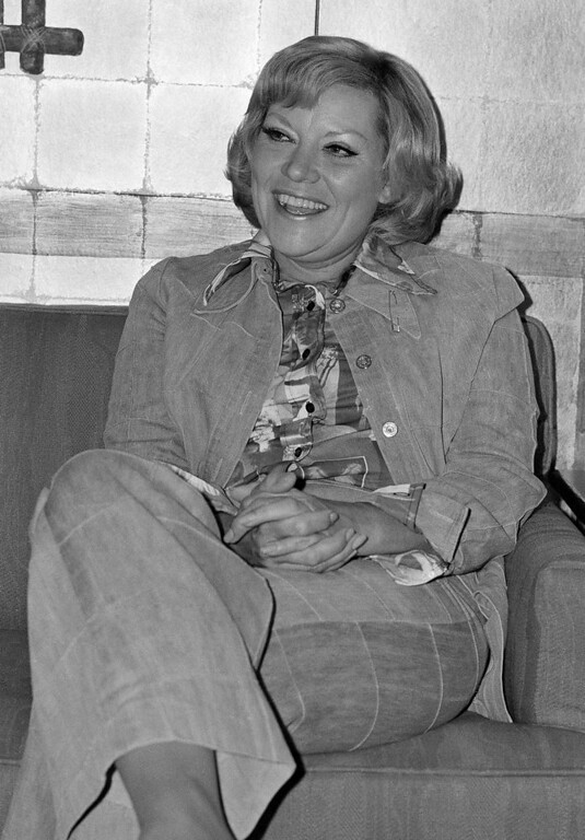 """. Singer Patti Page smiles during an interview, July 20, 1976 in San Francisco.  She says after 30 years in show business she has just one goal left. \""""I\'d really like to have just one more hit record so my kids and their friends would know who I am,\"""" says the 48-year old vocalist. (AP Photo/Jim Palmer)"""