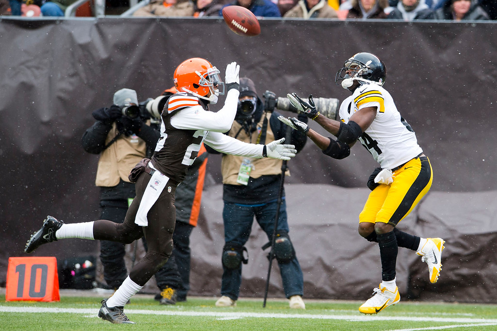 . Cornerback Joe Haden #23 of the Cleveland Browns its pressure on wide receiver Antonio Brown #84 of the Pittsburgh Steelers catches a pass for a touchdown during the first half at FirstEnergy Stadium on November 24, 2013 in Cleveland, Ohio. (Photo by Jason Miller/Getty Images)