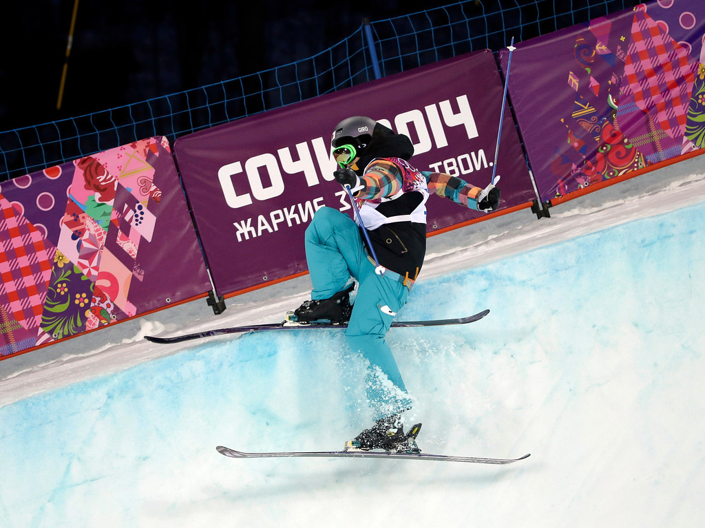 . Japan\'s Manami Mitsuboshi crashes during women\'s ski halfpipe qualifying at the Rosa Khutor Extreme Park, at the 2014 Winter Olympics, Thursday, Feb. 20, 2014, in Krasnaya Polyana, Russia. (AP Photo/Andy Wong)