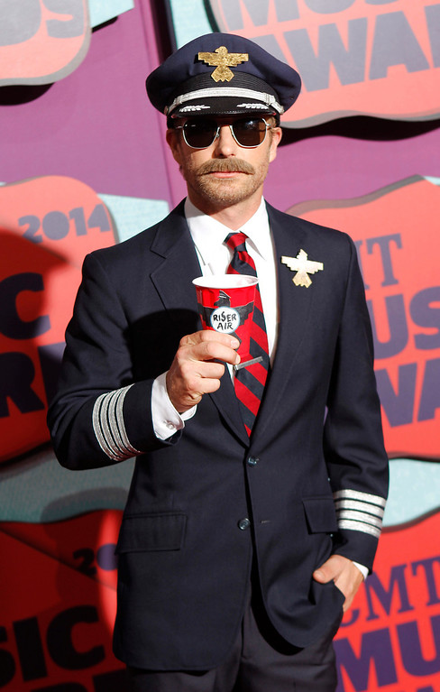 . Dierks Bentley arrives at the CMT Music Awards at Bridgestone Arena on Wednesday, June 4, 2014, in Nashville, Tenn. (Photo by Wade Payne/Invision/AP)