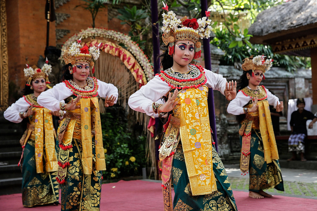 . Balinese dancers perform the classical Gambuh dance during the Royal cremation ceremony on November 1, 2013 in Ubud, Bali, Indonesia. (Photo by Agung Parameswara/Getty Images)