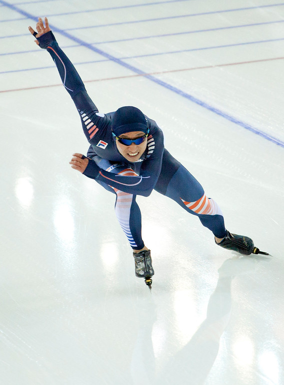 . South Korean speedskater Lee Kyou-Hyuk trains at the Adler Arena Skating Center during the 2014 Winter Olympics in Sochi, Russia, Wednesday, Feb. 5, 2014. (AP Photo/Peter Dejong)