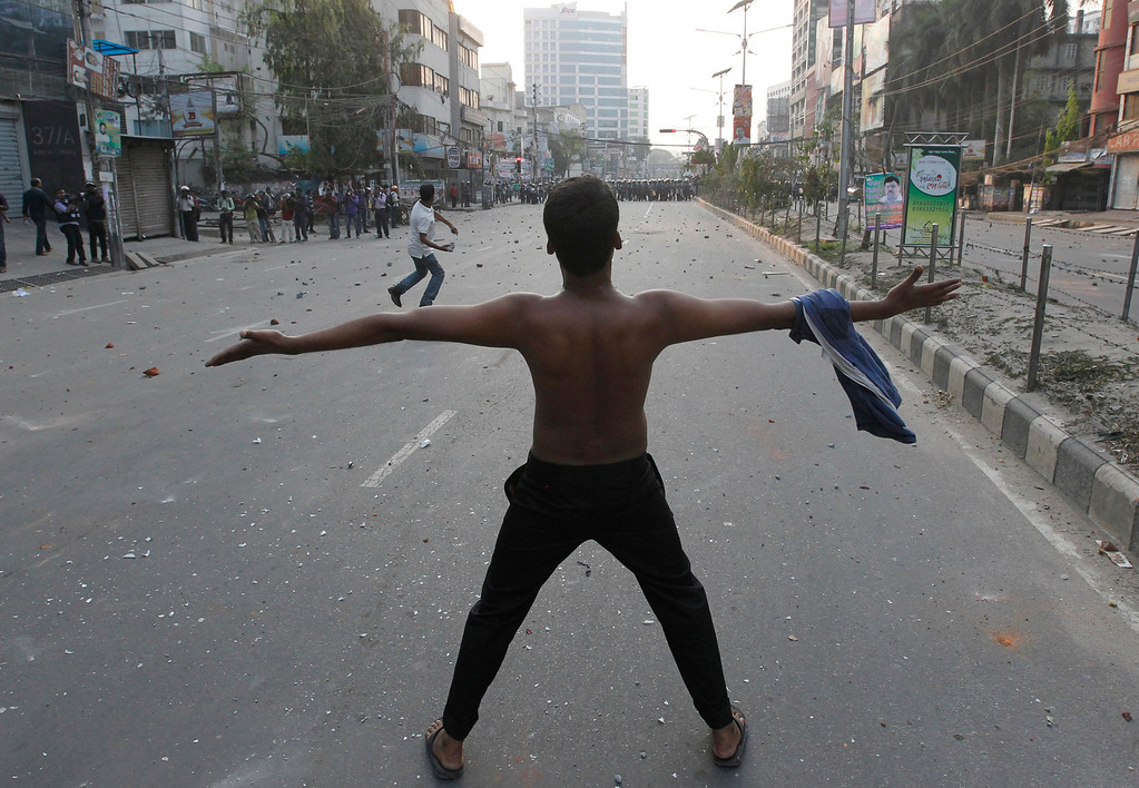 . Activists of Jamaat-e-Islami shout slogans during a clash with police in Dhaka March 11, 2013. Around 50 people have been arrested as police raided the office of the Bangladesh Nationalist Party (BNP) following a violent clash with activists of the BNP and its ally Jamaat-e-Islami after a scheduled rally, local media reported. REUTERS/Andrew Biraj