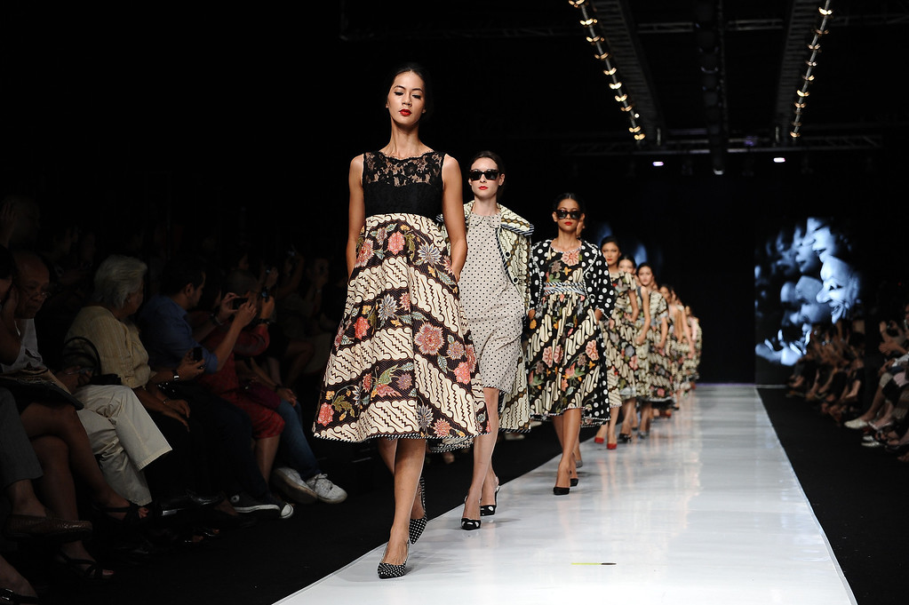 . Models showcase designs by Edward Hutabarat on the runway at the Parang show during Jakarta Fashion Week 2014 at Senayan City on October 21, 2013 in Jakarta, Indonesia.  (Photo by Robertus Pudyanto/Getty Images)