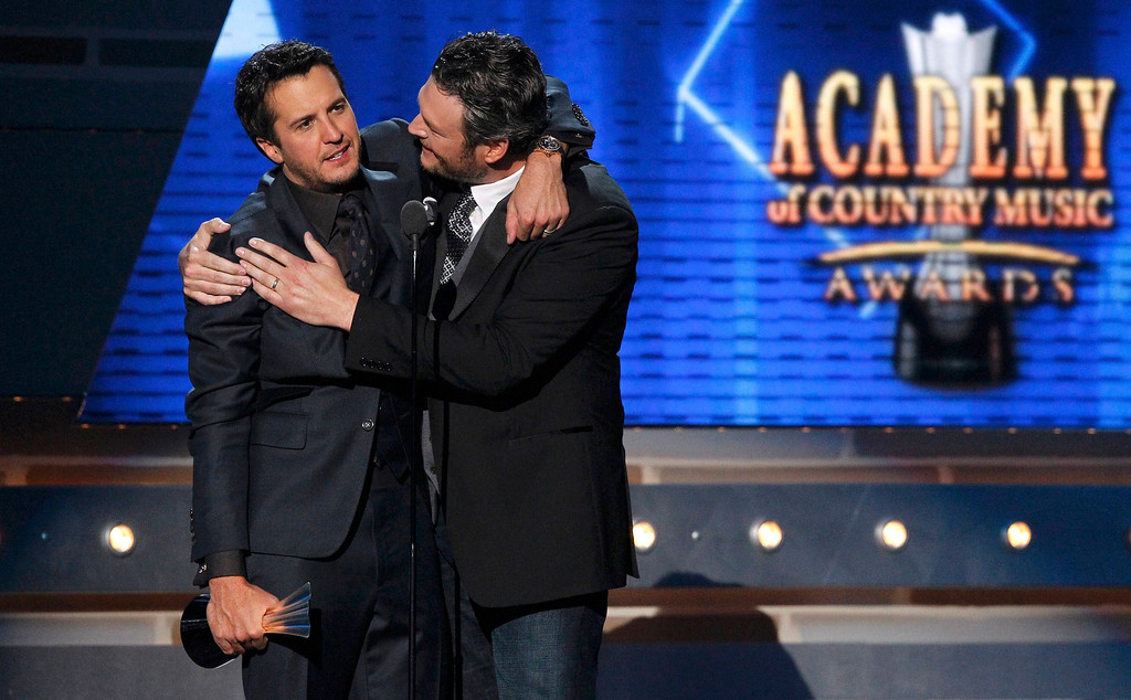 . Luke Bryan (L) is congratulated by Blake Shelton after winning the award for entertainer of the year at the 48th ACM Awards in Las Vegas April 7, 2013. REUTERS/Mario Anzuoni