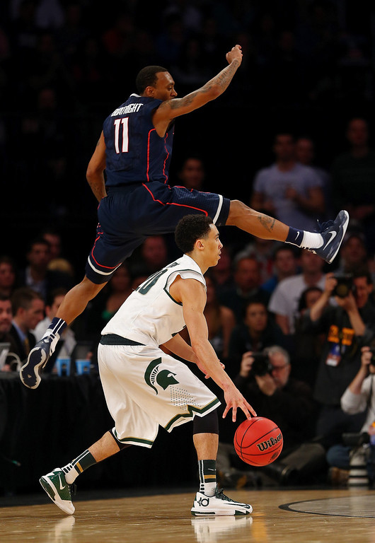 . Travis Trice #20 of the Michigan State Spartans handles the ball against Ryan Boatright #11 of the Connecticut Huskies during the East Regional Final of the 2014 NCAA Men\'s Basketball Tournament at Madison Square Garden on March 30, 2014 in New York City.  (Photo by Elsa/Getty Images)