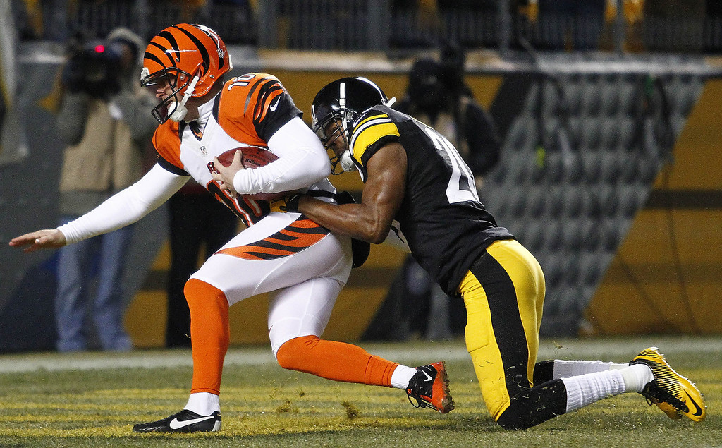 . Will Allen #20 of the Pittsburgh Steelers tackles Kevin Huber #10 of the Cincinnati Bengals during the game on December 15, 2013 at Heinz Field in Pittsburgh, Pennsylvania.  (Photo by Justin K. Aller/Getty Images)