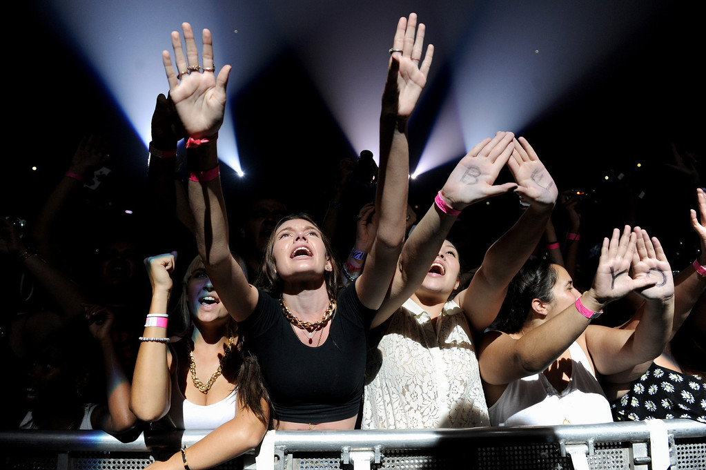 """. Fans attend the \""""Mrs. Carter Show World Tour 2013\"""" at Staples Center on Monday, July 1, 2013, in Los Angeles. (Photo by Frank Micelotta/Invision for Parkwood Entertainment/AP Images)"""