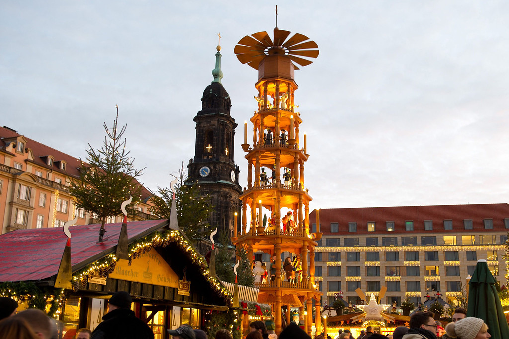 . A Christmas pyramid is on display at the 579th Dresden Striezelmarkt (Christmas Market) in front of the Kreuzkirche church in Dresden, Germany, 27 November 2013. Germany\'s oldest Christmas market is open until 24 December 2013.  EPA/SEBASTIAN KAHNERT