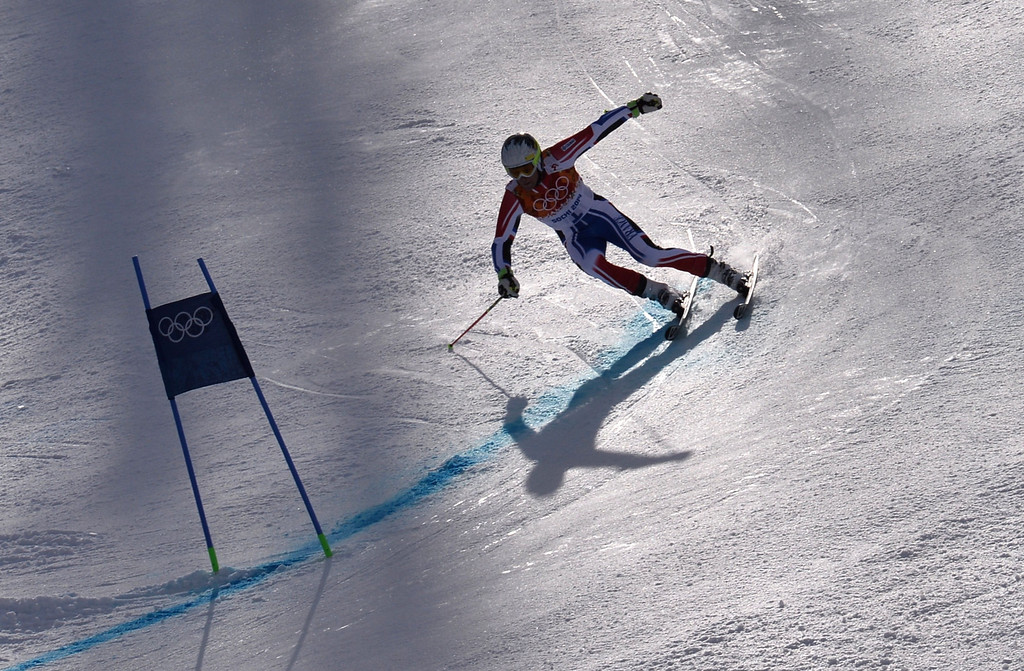 . France\'s Alexis Pinturault competes during the Men\'s Alpine Skiing Giant Slalom Run 2 at the Rosa Khutor Alpine Center during the Sochi Winter Olympics on February 19, 2014.   AFP PHOTO / DIMITAR  DILKOFF/AFP/Getty Images