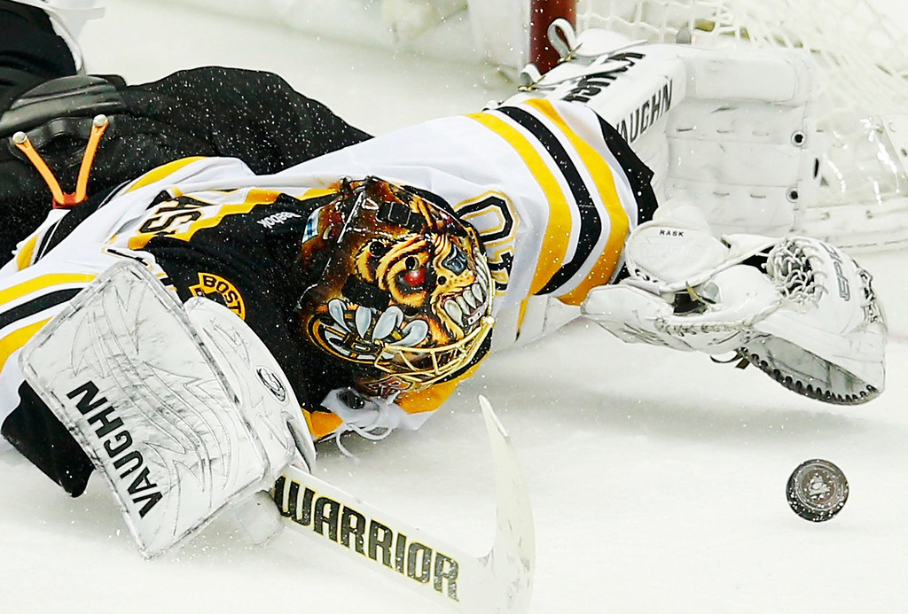 . Boston Bruins\' goalie Tuukka Rask makes a save against the Pittsburgh Penguins during the third period of Game 1 of their NHL Eastern Conference finals hockey playoff series in Pittsburgh, Pennsylvania June 1, 2013.   REUTERS/Brian Snyder