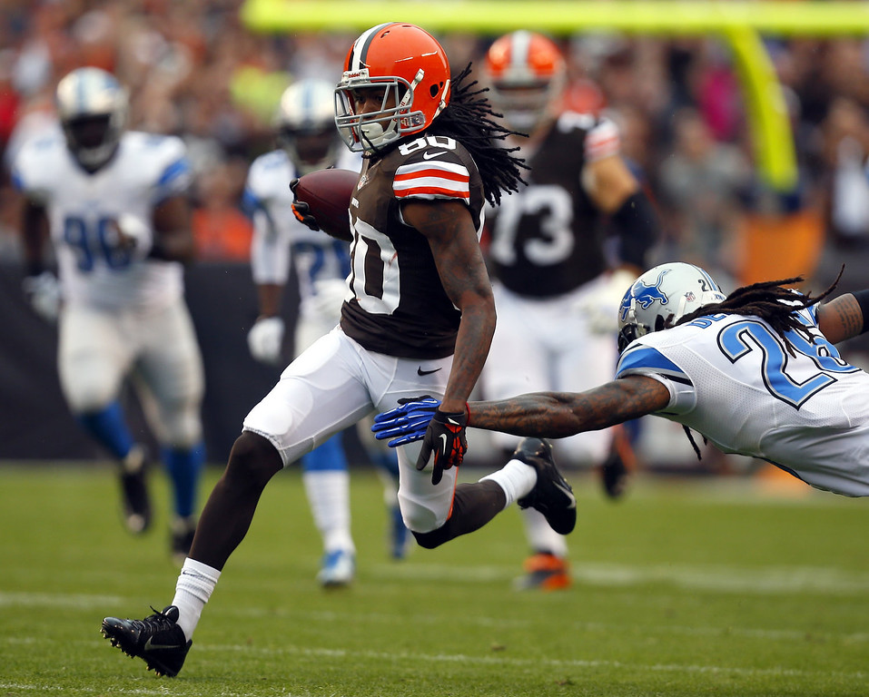 . Wide receiver Travis Benjamin #80 of the Cleveland Browns runs by safety Louis Delmas #26 of the Detroit Lions at FirstEnergy Stadium on October 13, 2013 in Cleveland, Ohio.  (Photo by Matt Sullivan/Getty Images)