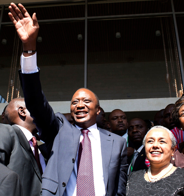 . President-elect Uhuru Kenyatta greets his supporters in the company of his wife Margaret after attending a news conference in Nairobi March 9, 2013.  REUTERS/Siegfried Modola