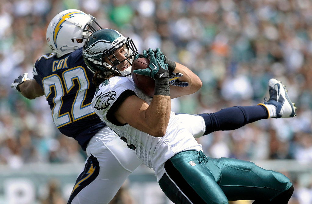 . Philadelphia Eagles\' Riley Cooper, right, pulls in a touchdown pass as San Diego Chargers\' Derek Cox defends during the first half of an NFL football game on Sunday, Sept. 15, 2013, in Philadelphia. (AP Photo/Michael Perez)