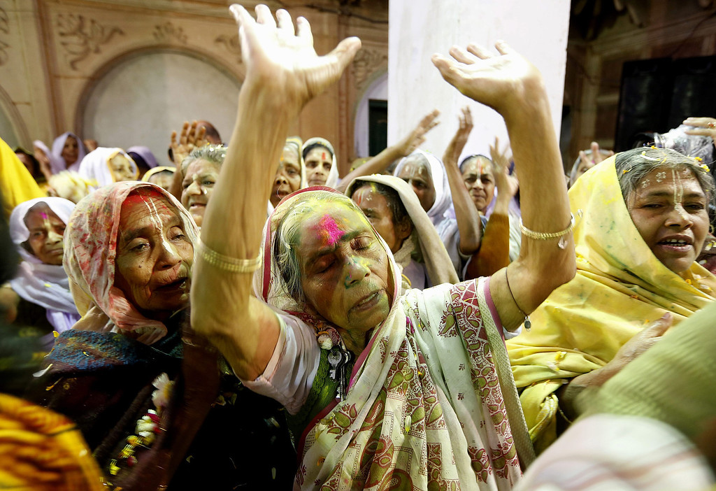 . Indian widows attend a prayer as they participate in the Holi festival in Vrindavan, Uttar Pradesh, India, March 14, 2014. For the first time, about a 1,000 widows of Vrindavan played Holi with colors at an ashram.   EPA/HARISH TYAGI