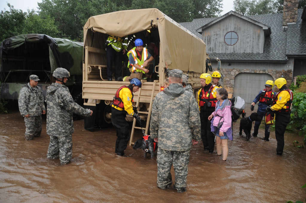 . This US Army National Guard photo obtained September 13, 2013 shows Colorado National Guardsmen(CONG) as they respond to floods in Boulder County, Colorado, on September 12, 2013. CONG are working with local agencies to help citizens in the area affected by the flooding by evacuating people using high-clearance vehicles. AFP PHOTO / US ARMY NATIONAL GUARD/Joseph K. VonNida