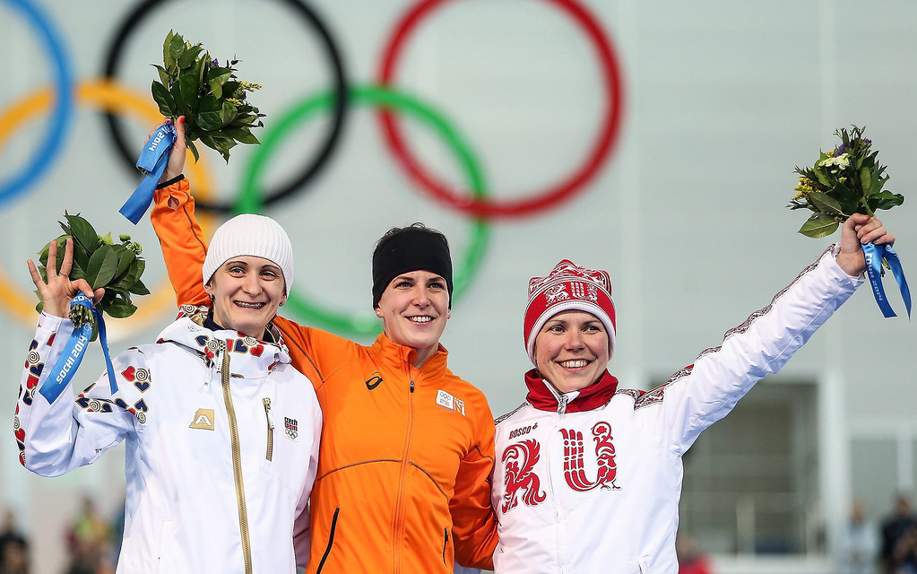 . Gold medallist Irene Wust (C) of the Netherlands is flanked by Silver medallist Martina Sablikova (L) of Czech Republic and Bronze medallist Olga Graf (R) of Russia during the flower ceremony after the women\'s 3000m Speed Skating event in the Adler Arena at the Sochi 2014 Olympic Games, Sochi, Russia, 09 February 2014.  EPA/HANNIBAL HANSCHKE