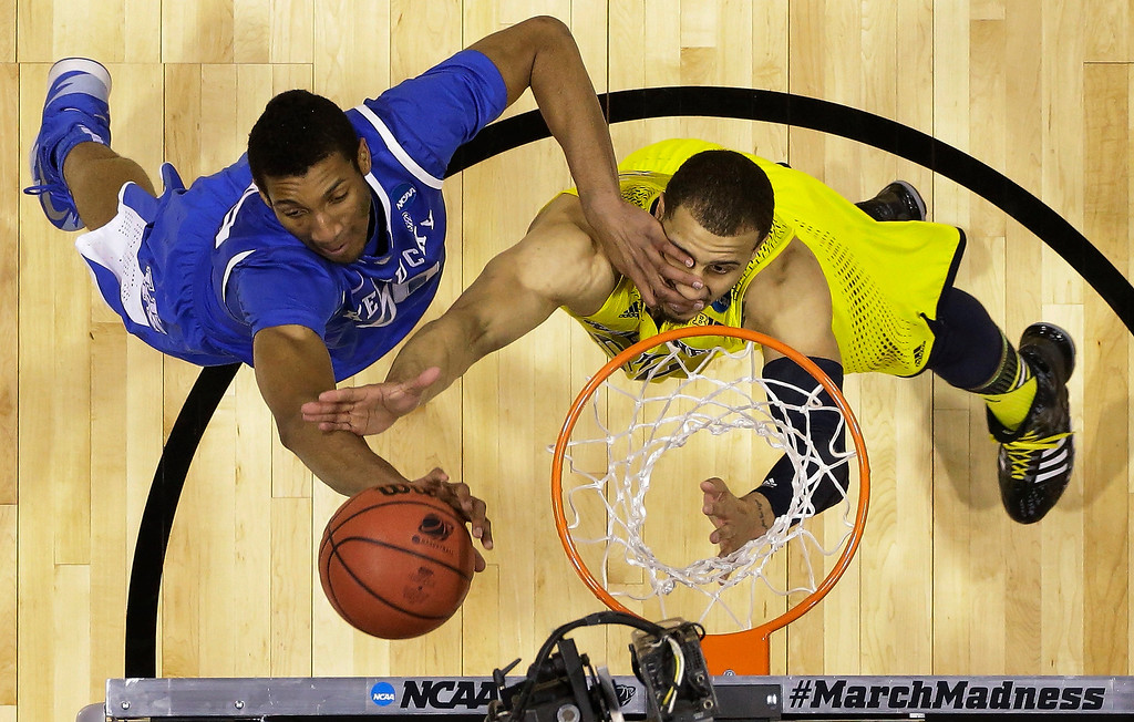 . Kentucky\'s Marcus Lee, left, and Michigan\'s Jordan Morgan go after a rebound during the first half of an NCAA Midwest Regional final college basketball tournament game Sunday, March 30, 2014, in Indianapolis.  (AP Photo/Michael Conroy)