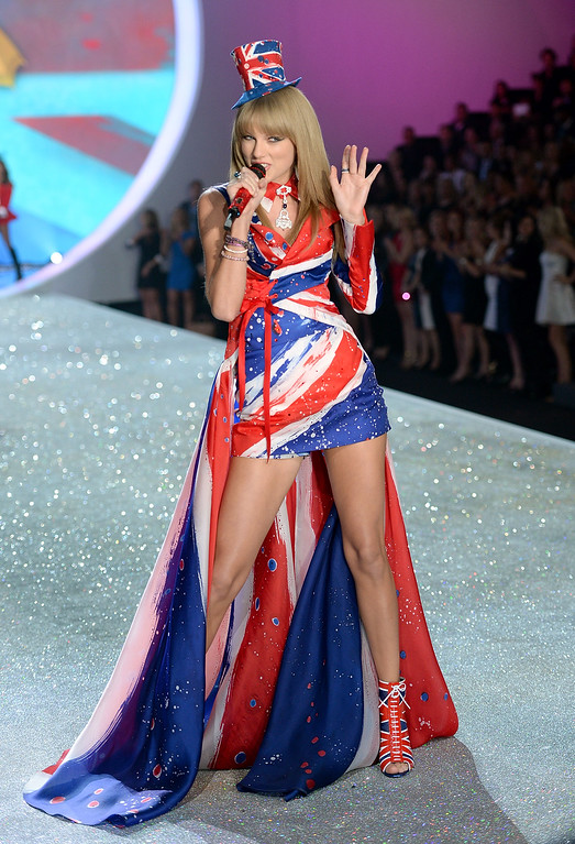 . Singer Taylor Swift performs at the 2013 Victoria\'s Secret Fashion Show at Lexington Avenue Armory on November 13, 2013 in New York City.  (Photo by Dimitrios Kambouris/Getty Images for Victoria\'s Secret)