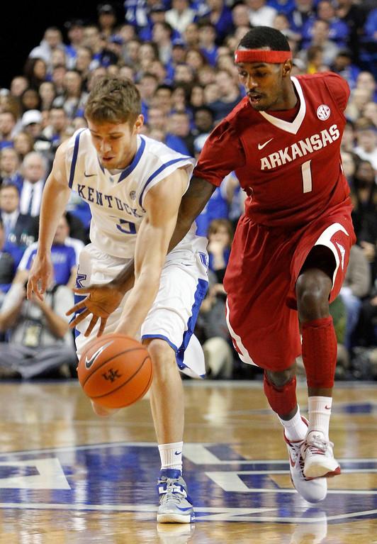 . Kentucky\'s Jarrod Polson, left, is pressured by Arkansas\' Mardracus Wade (1) during the first half of an NCAA college basketball game Thursday, Feb. 27, 2014, in Lexington, Ky. (AP Photo/James Crisp)