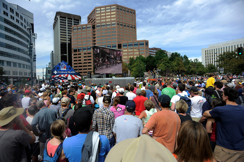 . Fans watch the final lap of the USA Pro Cycle Challenge as it makes its way through downtown Denver August 25, 2013. Aspen\'s Tejay van Garderen won the 3rd annual Pro Cycle Challenge. (Photo by John Leyba/The Denver Post)