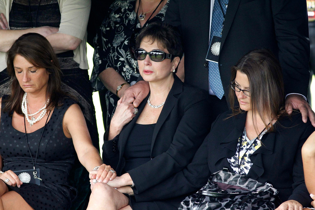 . Nancy Jones (C), the wife of country music legend George Jones, attends the service at his grave side at Woodlawn-Roesch-Patton  Memorial Park in Nashville, Tennessee May 2, 2013. REUTERS/Harrison McClary