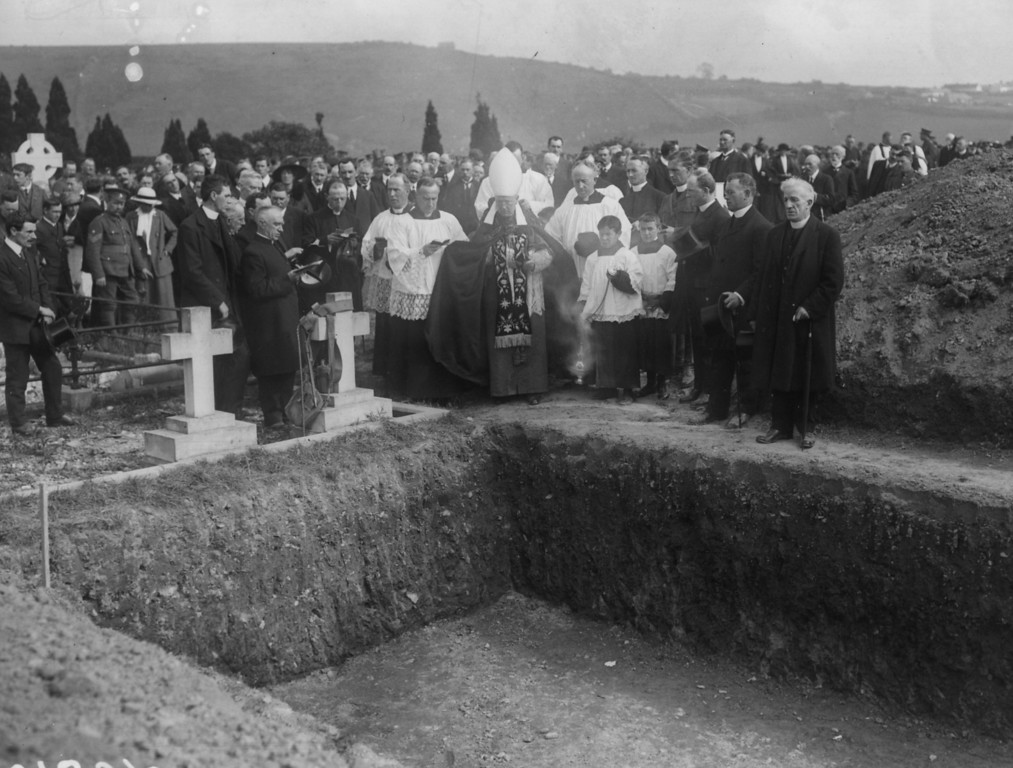 . May 1915:  A graveside service for the victims of the Lusitania disaster.  (Photo by Topical Press Agency/Getty Images)