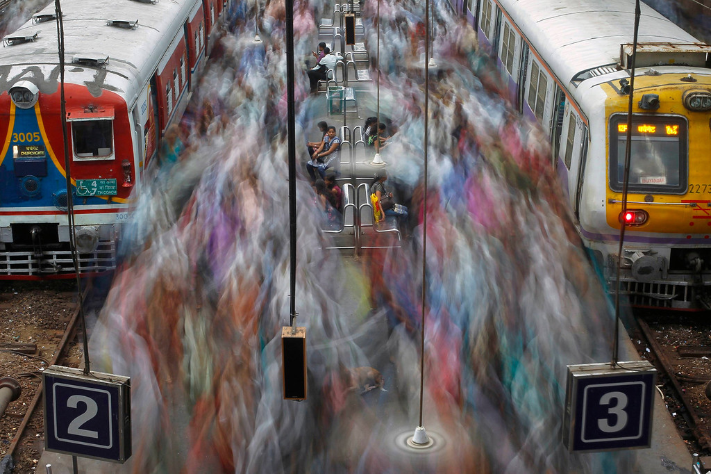 . Commuters disembark from crowded suburban trains during the morning rush hour at Churchgate railway station on World Population Day in Mumbai July 11, 2012. According to a 2011 census conducted by the government of India, Mumbai has a population of more than 12 million with an estimated population density of about 20,482 persons per square kilometre. REUTERS/Vivek Prakash