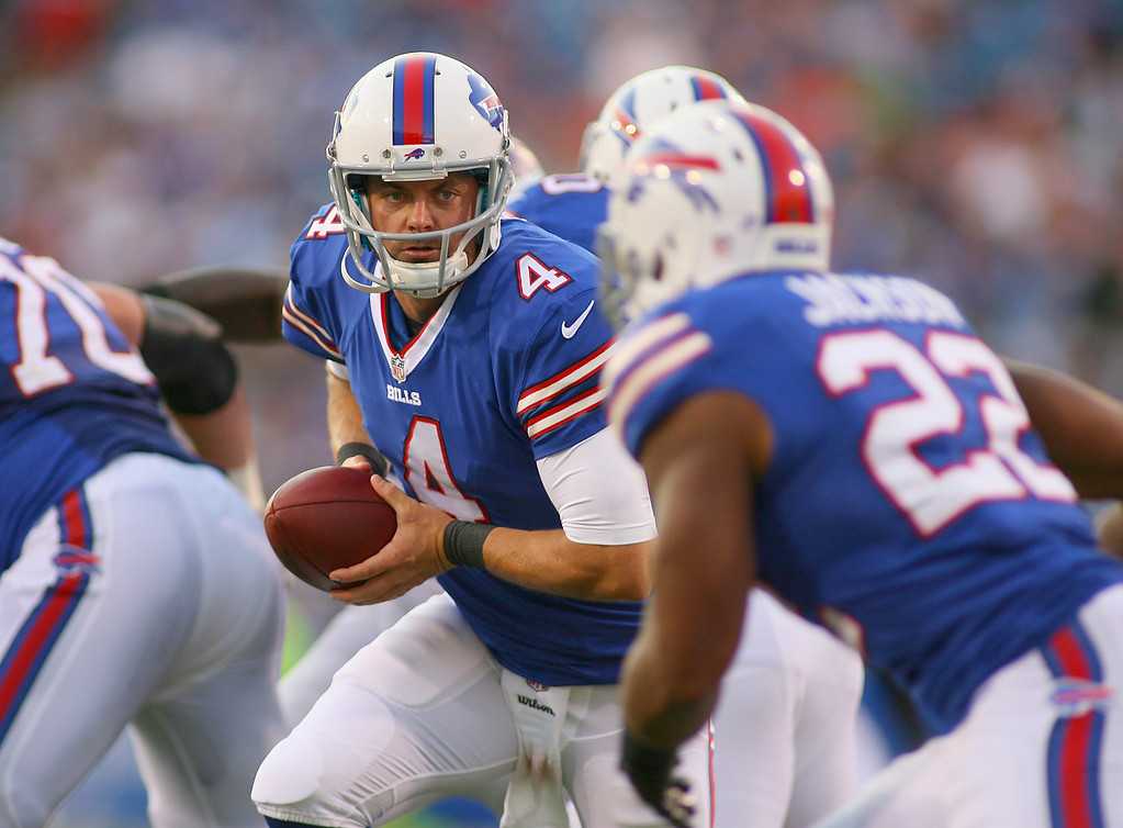. ORCHARD PARK, NY - AUGUST 16:  Kevin Kolb #4 of the Buffalo Bills readies to hand off to  Fred Jackson #22 of the Buffalo Bills at Ralph Wilson Stadium on August 16, 2013 in Orchard Park, New York.Buffalo won 20-16.  (Photo by Rick Stewart/Getty Images)