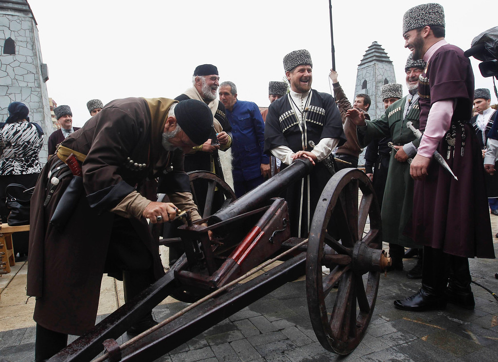 . Chechen leader Ramzan Kadyrov (C) watches as men load up a cannon during a government-organised event marking Chechen language day in the centre of the Chechen capital Grozny April 25, 2013. The naming of two Chechens, Dzhokhar and Tamerlan Tsarnaev, as suspects in the Boston Marathon bombings has put Chechnya - the former site of a bloody separatist insurgency - back on the world\'s front pages. Moscow has poured billions of roubles into rebuilding Chechnya, a mainly Muslim province that has seen centuries of war and repression. Picture taken April 25, 2013.   REUTERS/Maxim Shemetov