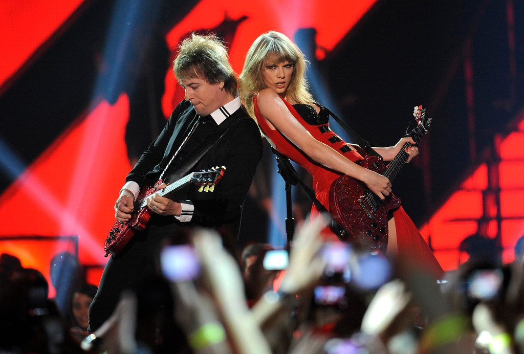 . Taylor Swift, right, performs at the 2013 CMT Music Awards at Bridgestone Arena on Wednesday, June 5, 2013, in Nashville, Tenn. (Photo by Donn Jones/Invision/AP)