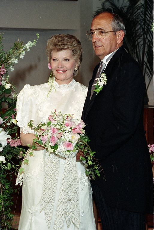 """. Singer Patti Page, left, poses with her husband Jerry Filiciotto in Solana Beach, Ca., May 12, 1990.  Page is best known for her 1950 recording of \""""Tennessee Waltz.\""""  Filiciotto is an aerospace consultant and a former president of Rohr Industries.  (AP Photo/Ron Wimmer)"""