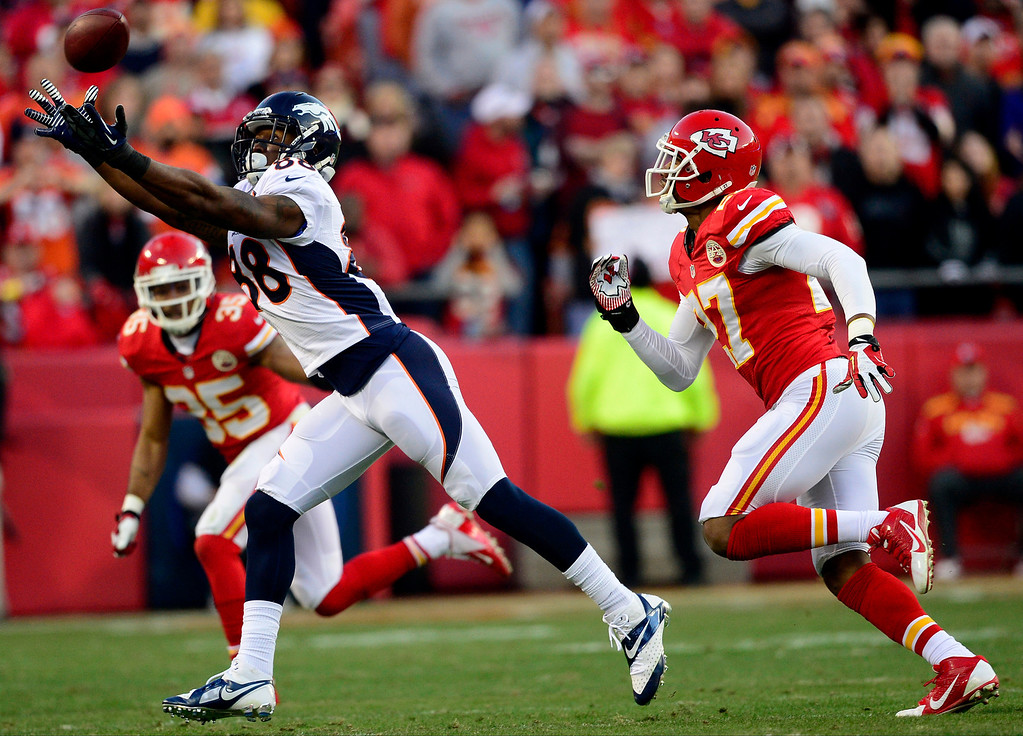 . Demaryius Thomas (88) of the Denver Broncos cannot make a catch as Sean Smith (27) of the Kansas City Chiefs defends during the first half of the Broncos\' 35-28 win at Arrowhead Stadium.   (Photo by AAron Ontiveroz/The Denver Post)