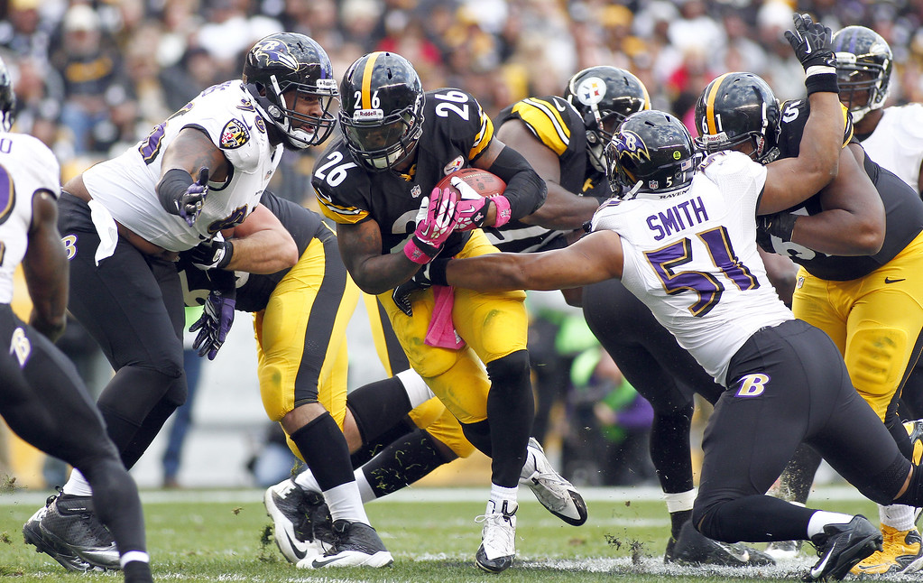 . Le\'Veon Bell #26 of the Pittsburgh Steelers rushes against the Baltimore Ravens during the game on October 20, 2013 at Heinz Field in Pittsburgh, Pennsylvania.  (Photo by Justin K. Aller/Getty Images)