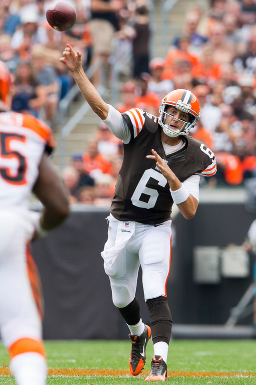 . CLEVELAND, OH - SEPTEMBER 29: Quarterback Brian Hoyer #6 of the Cleveland Browns passes down field during the first half against the Cincinnati Bengals at FirstEnergy Stadium on September 29, 2013 in Cleveland, Ohio. (Photo by Jason Miller/Getty Images)