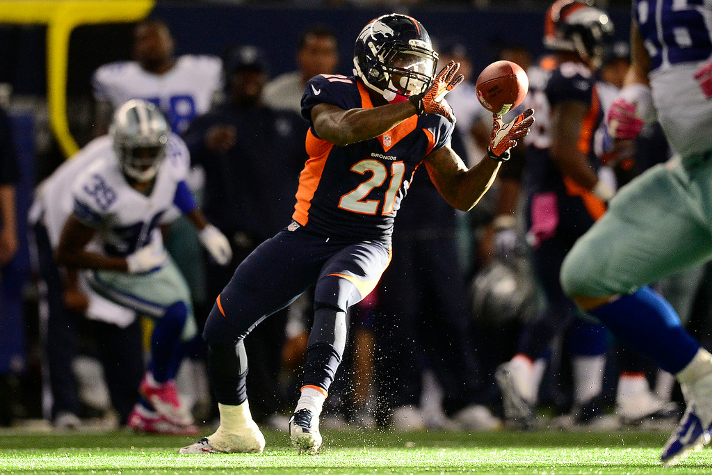 . Ronnie Hillman makes a catch against the Cowboys during the second half of the Broncos\' win at AT&T Stadium. (AAron Ontiveroz/The Denver Post)