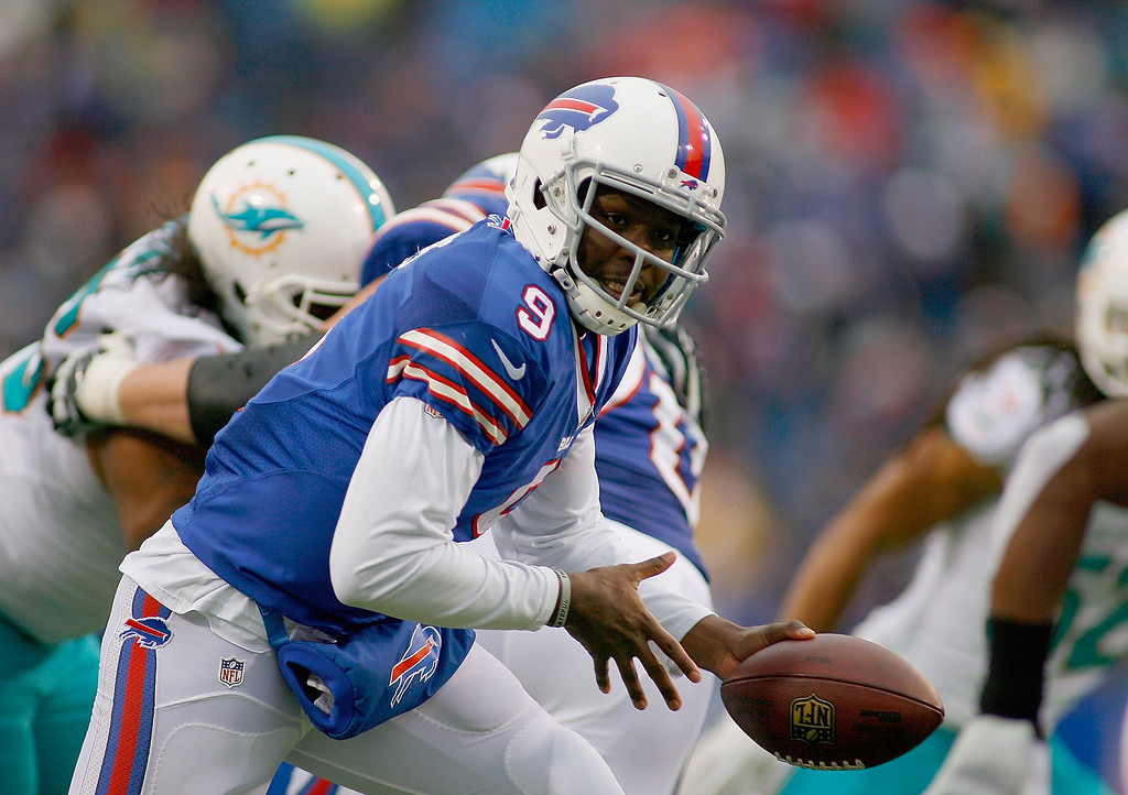 . Thad Lewis #9 of the Buffalo Bills readies to hand off against the Miami Dolphins at Ralph Wilson Stadium on December 22, 2013 in Orchard Park, New York. Buffalo won 16-0.  (Photo by Rick Stewart/Getty Images)
