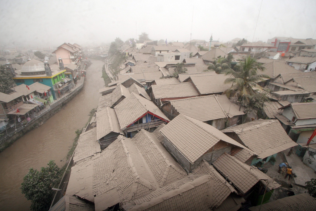 . A residential area is covered with ash from the Mount Kelud volcano, in Yogyakarta, Indonesia, 14 February 2014.  EPA/BIMO SATRIO