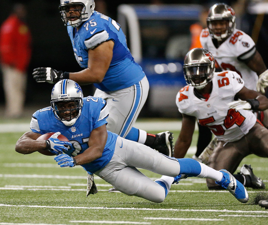 . Reggie Bush #21 of the Detroit Lions dives for extra yards against the Tampa Bay Buccaneers at Ford Field on November 24, 2013 in Detroit, Michigan. (Photo by Gregory Shamus/Getty Images)