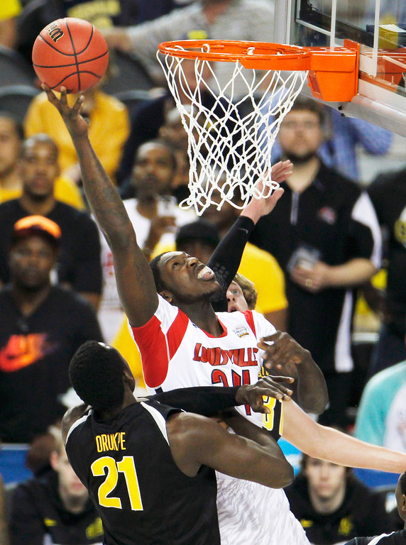 . Louisville Cardinals forward Montrezl Harrell (24) scores on Wichita State Shockers center Ehimen Orukpe (21) in the first half of their NCAA men\'s Final Four basketball game in Atlanta, Georgia April 6, 2013. REUTERS/Tami Chappell