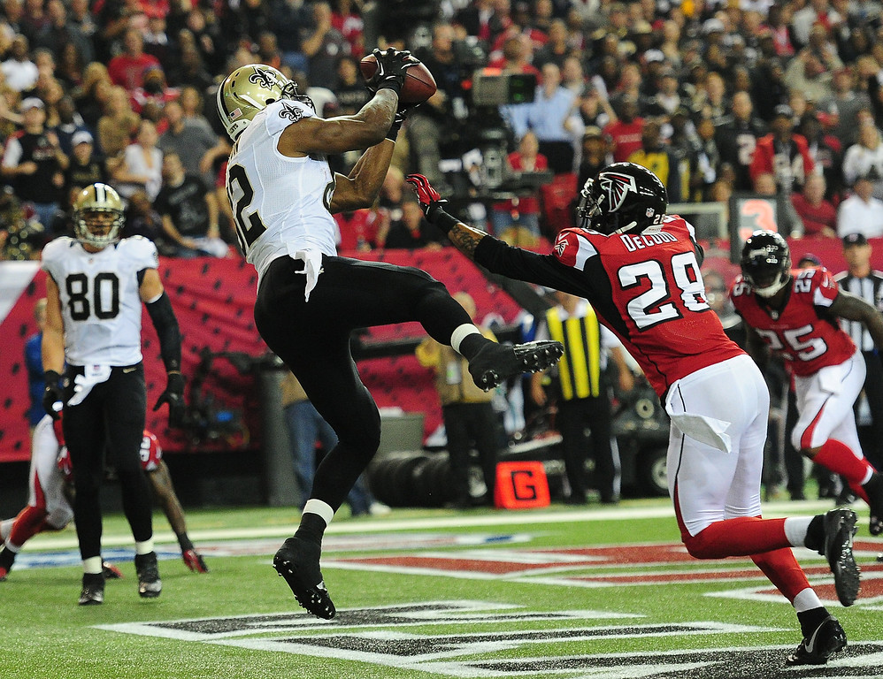 . Benjamin Watson #82 of the New Orleans Saints makes a catch for a touchdown against Thomas DeCoud #28 of the Atlanta Falcons at the Georgia Dome on November 21, 2013 in Atlanta, Georgia. (Photo by Scott Cunningham/Getty Images)