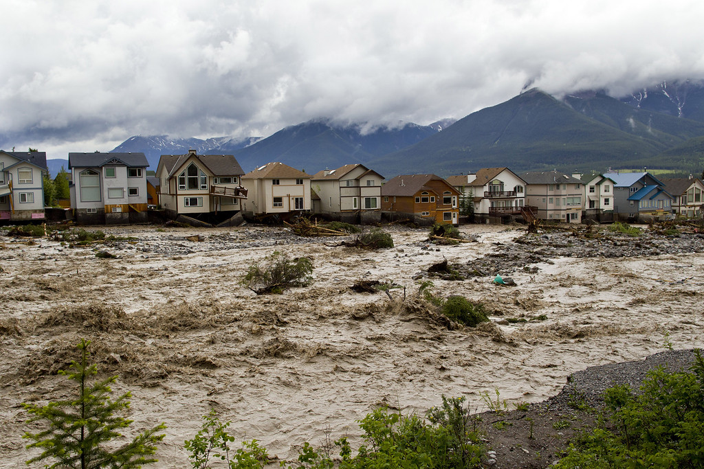 . CANMORE, CANADA - JUNE 20:  Houses damaged along the edge of Cougar Creek are shown June 20, 2013 in Canmore, Alberta, Canada. Widespread flooding caused by torrential rains washed out bridges and roads prompting the evacuation of thousnds.  (Photo by John Gibson/Getty Images)