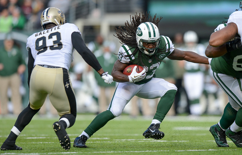. Running back Chris Ivory #33 of the New York Jets runs the ball  in the 2nd  quarter against the New Orleans Saints at MetLife Stadium on November 3, 2013 in East Rutherford, New Jersey. (Photo by Ron Antonelli/Getty Images)