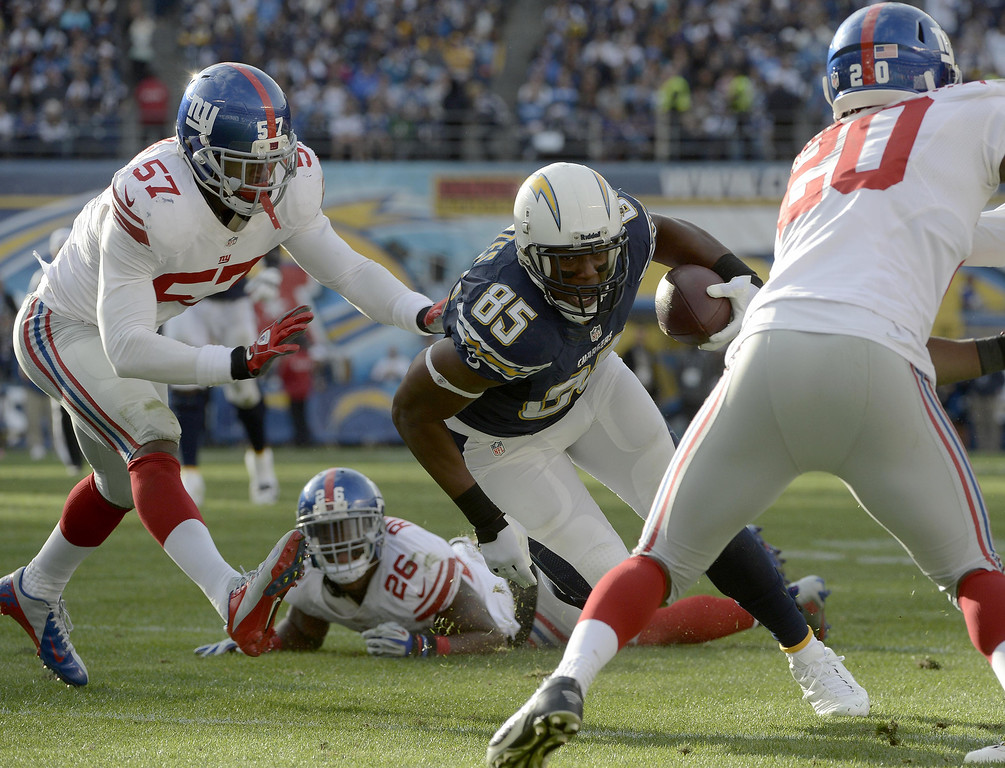 . SAN DIEGO, CA - DECEMBER 8:  Antonio Gates #85 of the San Diego Chargers catches the ball for a first down against the New York Giants during their game on December 8, 2013 at Qualcomm Stadium in San Diego, California. (Photo by Donald Miralle/Getty Images)