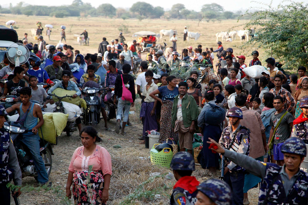 . Carrying belongings Muslim refugees try to move a rescue camp in Meikhtila  about 550 kilometers (340 miles) north of Yangon, Myanmar, Friday, March 22, 2013.  (AP Photo/Khin Maung Win)